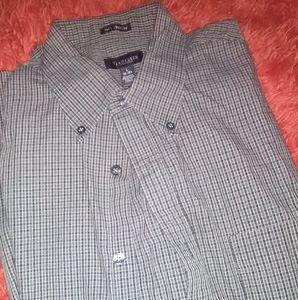 Van Heusen men's LG button up dress shirt
